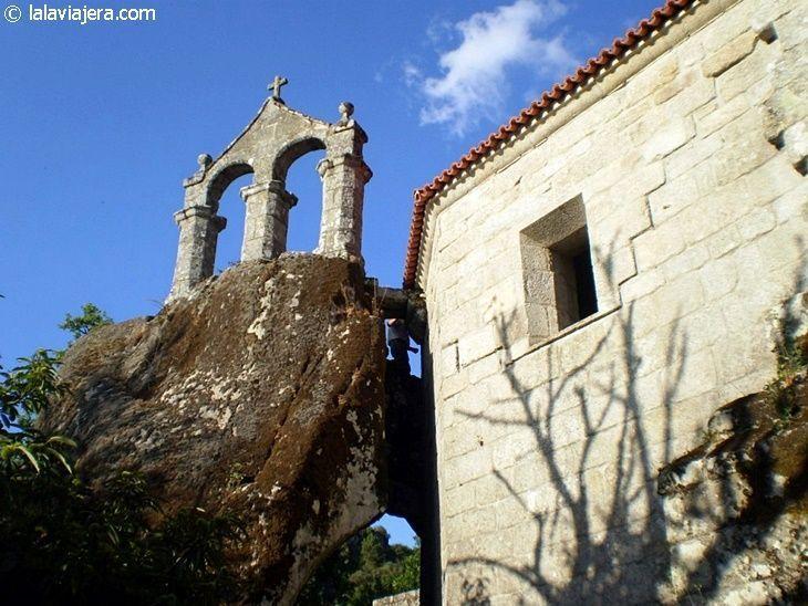 Campanario del Monasterio de San Pedro de Rocas, emblema de la Ribeira Sacra