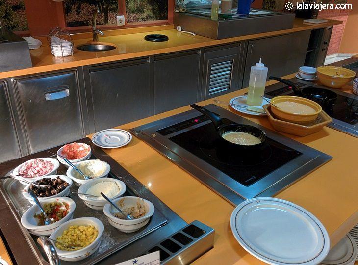 Showcooking en los buffets del desayuno (hotel Iberostar Marbella Coral Beach)