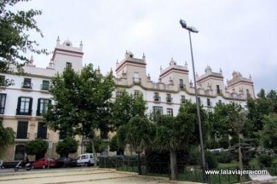 Casa Cinco Torres, Plaza España Cadiz