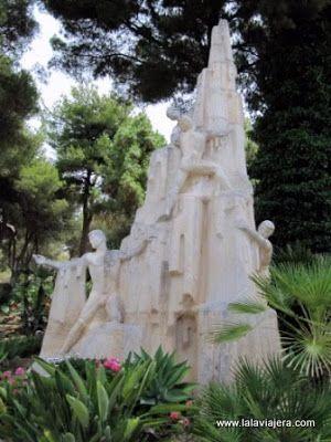 Monumento Descubridores Cueva Nerja