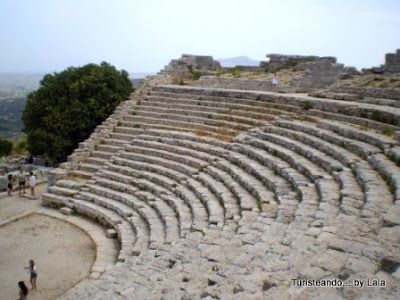 teatro segesta, sicilia
